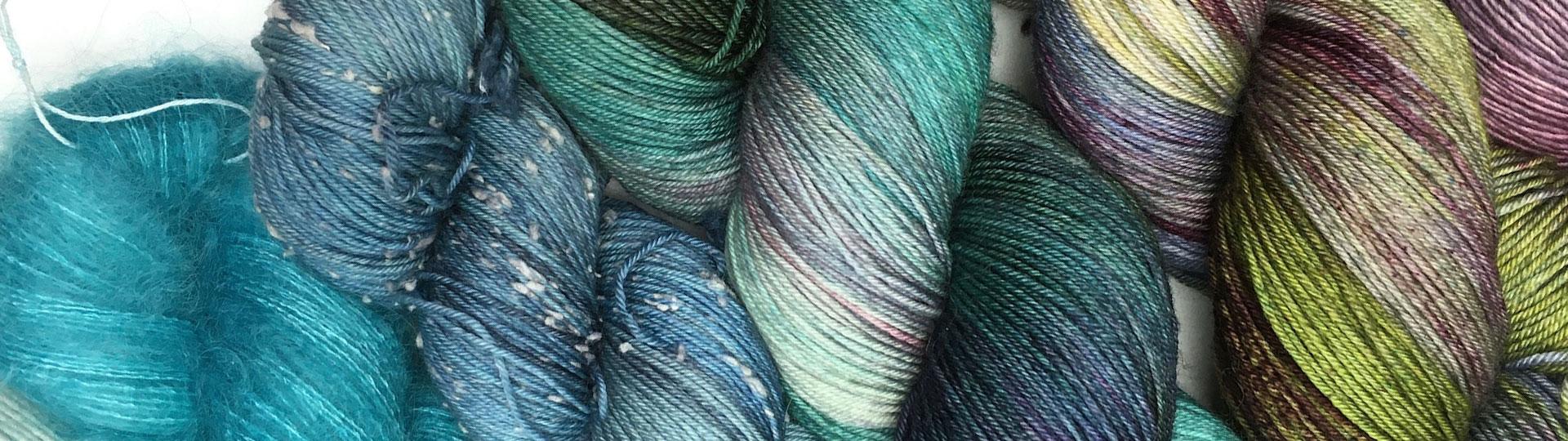 laines teintes à la main dégradé de bleu