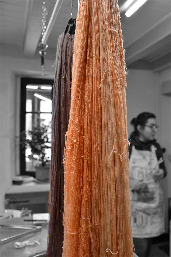 session teinture dans l'atelier de Stéphanie